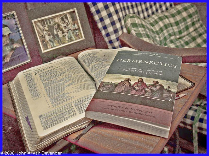 Bible_Book_AV142145-1