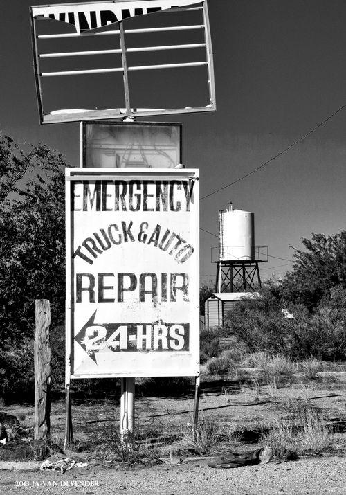 Broke Back Sign_P5233122